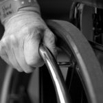 Jak prawidłowo opiekować się starszą osobą?