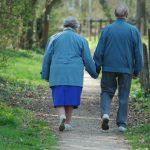 Kto powinien zająć się opieką nad seniorem?